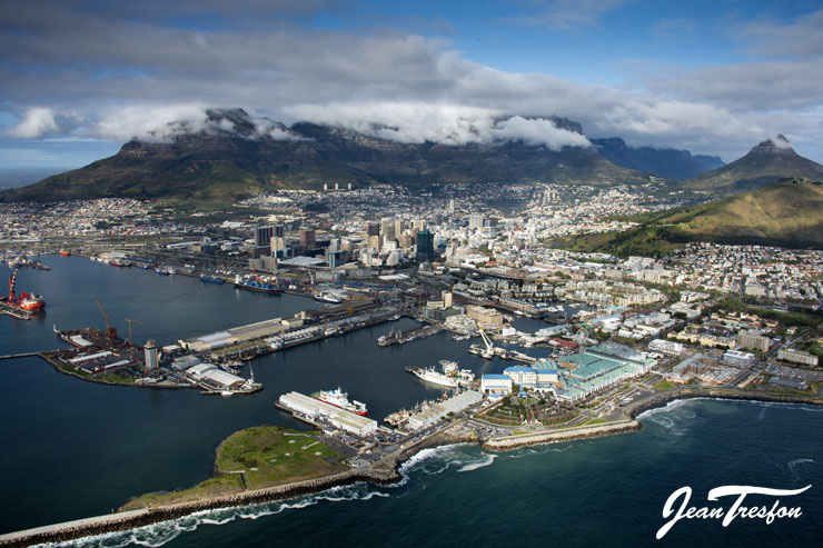 Cape Town's famous Waterfront in Table Bay Harbour | ©Jean Tresfon