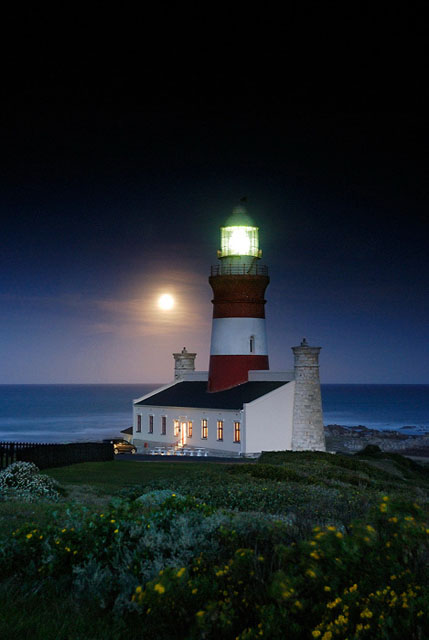 Full moon at Agulhas | Liesell Kershoff | Photodestination